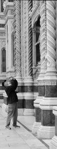 Fotograf med utsnitt av fasaden på Domen i Firenze.